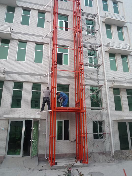 四层导轨式升降货梯